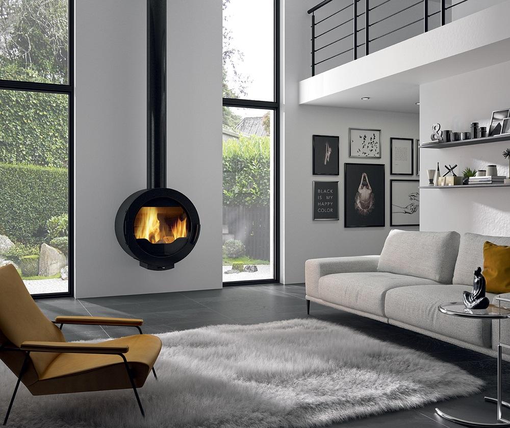 Cheminée Philippe-poêle à bois suspendu-rond -conduit noir apparent-vision feu -chauffage-specialiste-